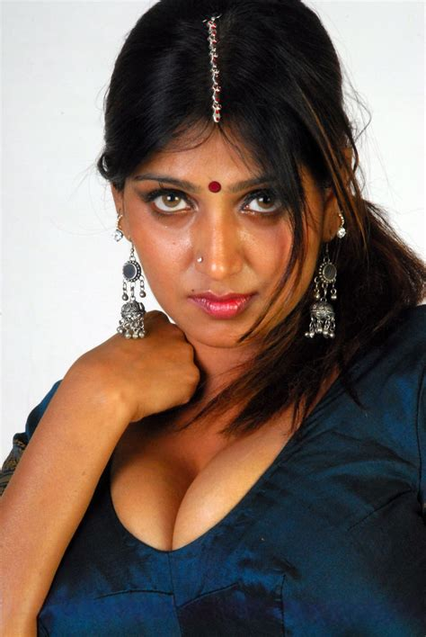 Hot Mallu Masala Aunty N Hot Actress Bhuvaneswari Busty