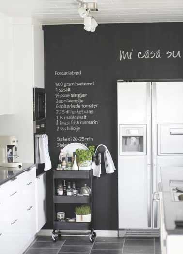 table roulante cuisine peinture tableau noir pour colorer une cuisine blanche