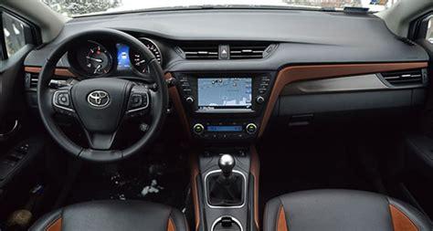 toyota avensis touring sports    premium test