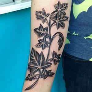 Baum Tattoo Bedeutung : efeu tattoo seine bedeutung und 12 ideen ~ Frokenaadalensverden.com Haus und Dekorationen