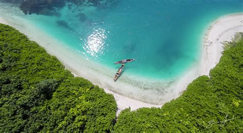 pulau terpencil  indonesia  wajib dijelajahi