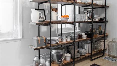 una cocina de estilo industrial