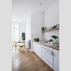 Küche, Weiß Und Holz, Hell, Rückwand Weiße Fliesen