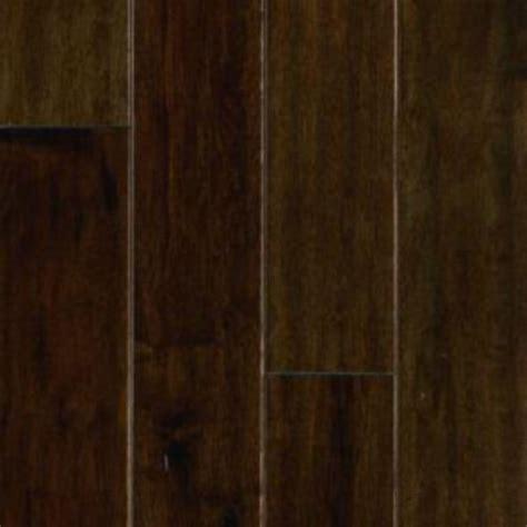engineered maple hardwood mohawk take home sle mocha maple engineered hardwood flooring 5 in x 7 in un 878789