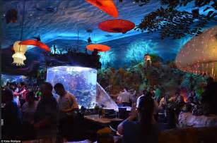 aquarium bursts open as diners flee from disney world restaurant daily mail