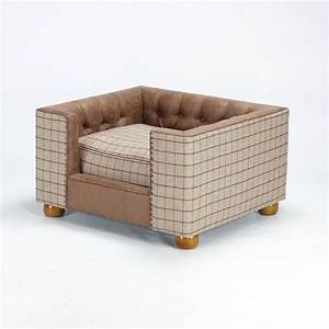 Stylish handmade dog bed chesterfield sofa hampton pet bed uk for Dog beds designer luxury