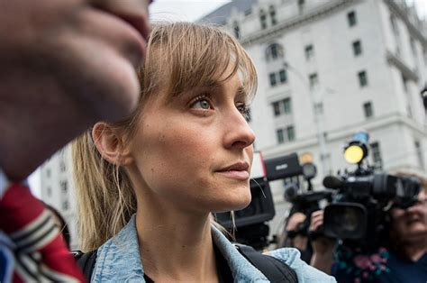 """These Women Say """"smallville"""" Star Allison Mack Tried To"""