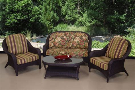 outdoor furniture seating shade trends