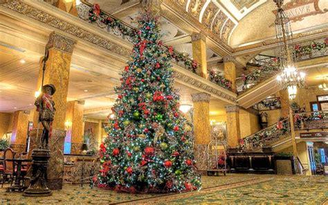 pfister hotels annual tree lighting event