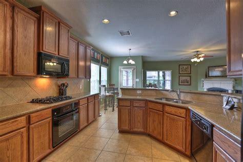 kitchen floors with oak cabinets kitchen floors with oak cabinets 8097