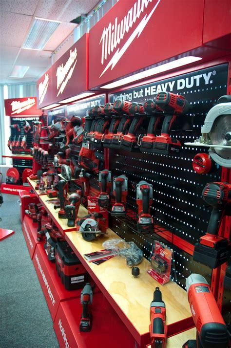 milwaukee tools point  purchase  craig burton  coroflotcom