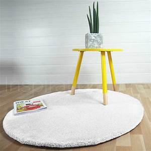 Tapis Blanc Rond : tapis rond sur mesure rond blanc moelleux par inspiration luxe ~ Dallasstarsshop.com Idées de Décoration