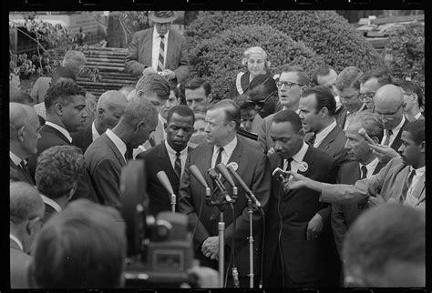 civil rights leaders talk  reporters  meeting wi