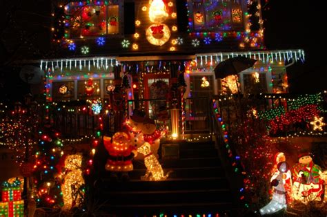 seattle s 7 best holiday light neighborhoods real estate