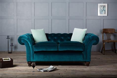 canape en velour canapé en velours tout doux et tout élégant