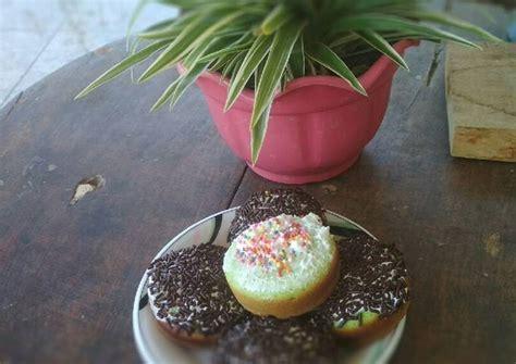 Kue bolu paling enak disajikan dengan segelas teh hangat atau kopi untuk menemani waktu bersantai bersama keluarga. Resep Bolu cukil lembut oleh Bu Eko - Cookpad