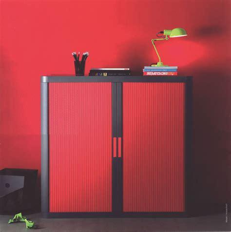 armoire de bureau rouge