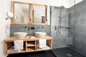 carrelage salle de bain grise et bois en 37 idees de deco With porte de douche coulissante avec meuble salle de bain bois scandinave