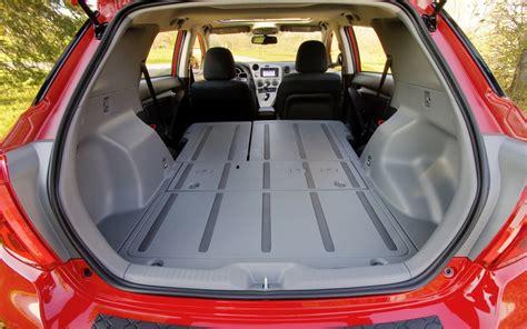 changer un siege de voiture grâce au siège arrière rabattable et un plancher