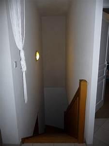 peinture mur escalier beautiful cet escalier blanc prend With awesome couleur pour cage d escalier 2 aide pour la deco et la couleur des murs couloir et cage