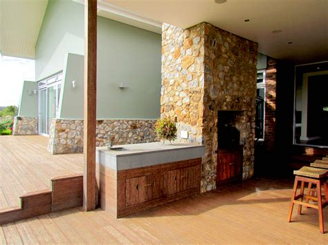 natural stone cladding  wrapped  red street