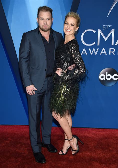 Photos 2017 Cma Awards Red Carpet Fashion Abc7com