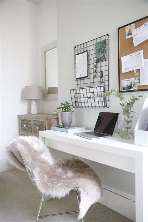 Decorating Ideas For Small Bedroom Office by Best 25 Small Desk Bedroom Ideas On Desk