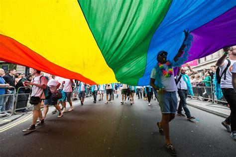 Dominique jackson, hunter schafer e valentina sampaio são alguns dos nomes que conseguiram espaço no, ainda retrógrado, mercado têxtil. Dia Internacional do Orgulho LGBT fecha um mês de luta e ...