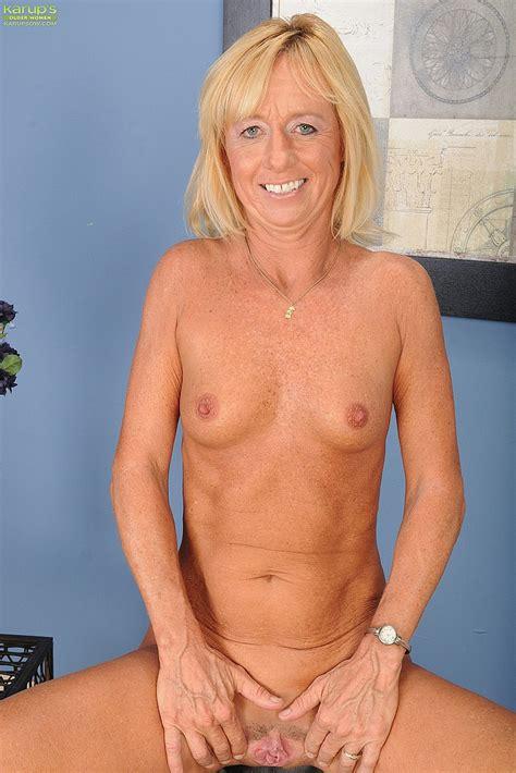 Blonde Milf Casey Ivy Display Her Naked Body Milf Fox