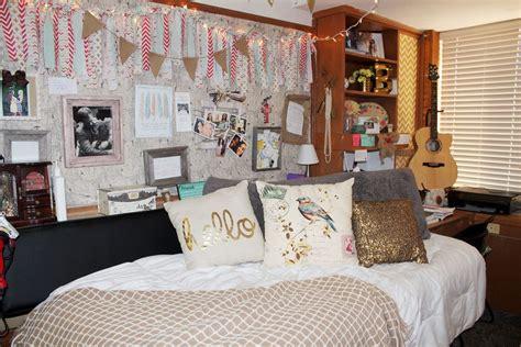 decorate  bedroom   artist  boar
