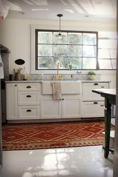 peak  tres chic kitchen trend  upper cabinets