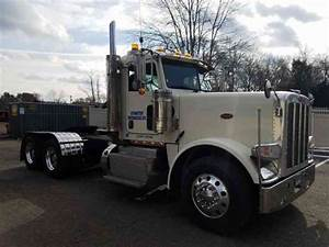 Peterbilt  2012    Daycab Semi Trucks