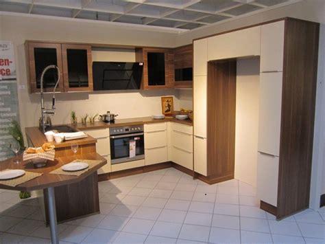 Nobilia-musterküche Moderne U-küche Mit Sitzgelegenheit