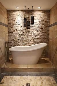 Freistehende Badewanne An Der Wand : steinfliesen an der wand im badezimmer 30 ideen ~ Bigdaddyawards.com Haus und Dekorationen