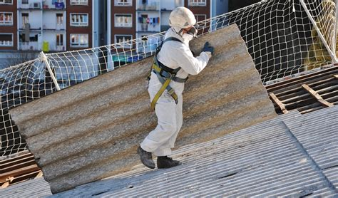 asbest im dach bei der dachsanierung erkennen