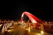 彩虹人行橋-夜景@Oasis in 漠地|PChome 個人新聞台