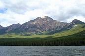 Pyramid Lake (Alberta) - Wikipedia