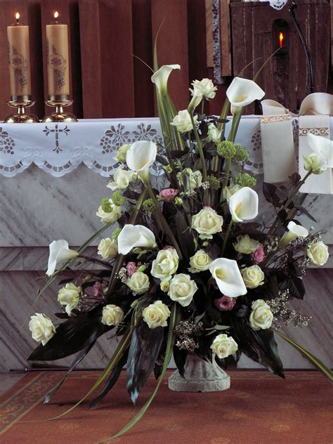 church wedding flower arrangement   calla lilies
