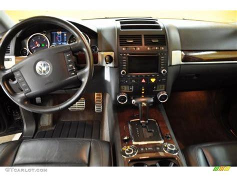 volkswagen touareg interior 2004 2004 volkswagen touareg v10 tdi anthracite dashboard photo