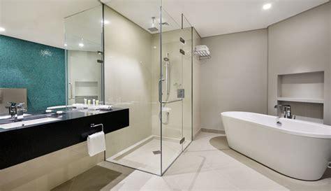 ihg opens   holiday inn hotel  qatar marhaba qatar