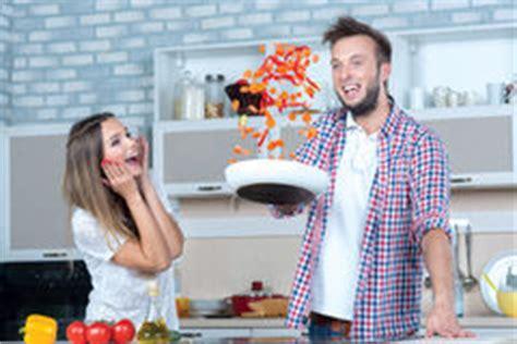 amour dans la cuisine amour dans la cuisine photo stock image 49201387
