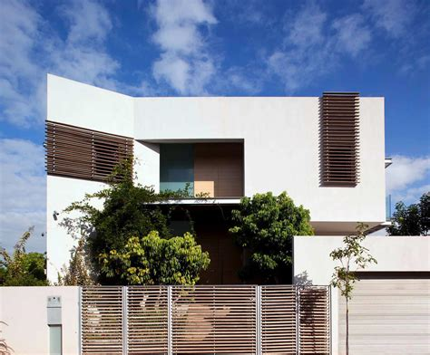 Dg House / Domb Architects