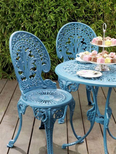 table ronde et chaises les 25 meilleures idées de la catégorie chaises en fer