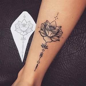 Tatouage Homme Cheville : tatouage de femme tatouage fleur de lotus dotwork sur cheville tatoo pinterest ~ Melissatoandfro.com Idées de Décoration