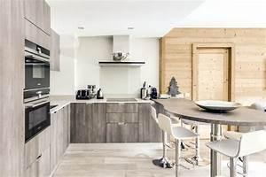 cuisine avec table a manger integree et fours encastres With salle À manger contemporaine avec modele cuisine integree