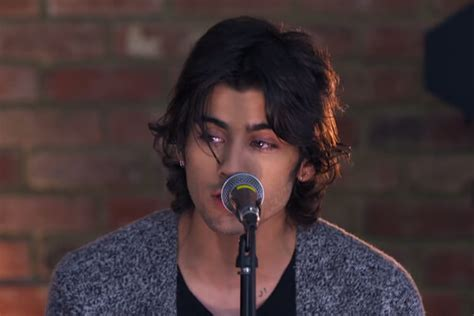 Zayn Malik Shows off his Long Hair