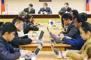 Journalists discuss Legislative Yuan access - Taipei Times