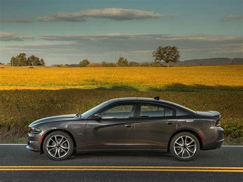 Best Large Sedans by 10 Best Large Family Cars Autobytel