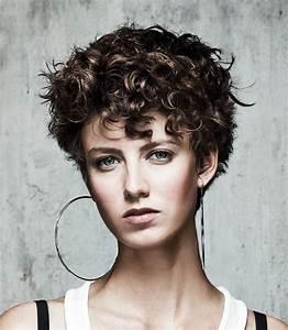 Cheveux Court Bouclé Femme : coiffure boucles cheveux courts femme cheveux courts sur ~ Louise-bijoux.com Idées de Décoration
