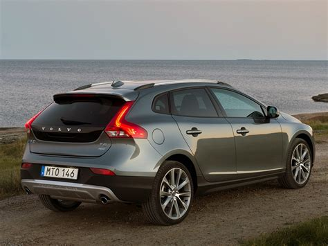 Volvo V40 Cross Country Modification by Volvo V40 Cross Country Xllease